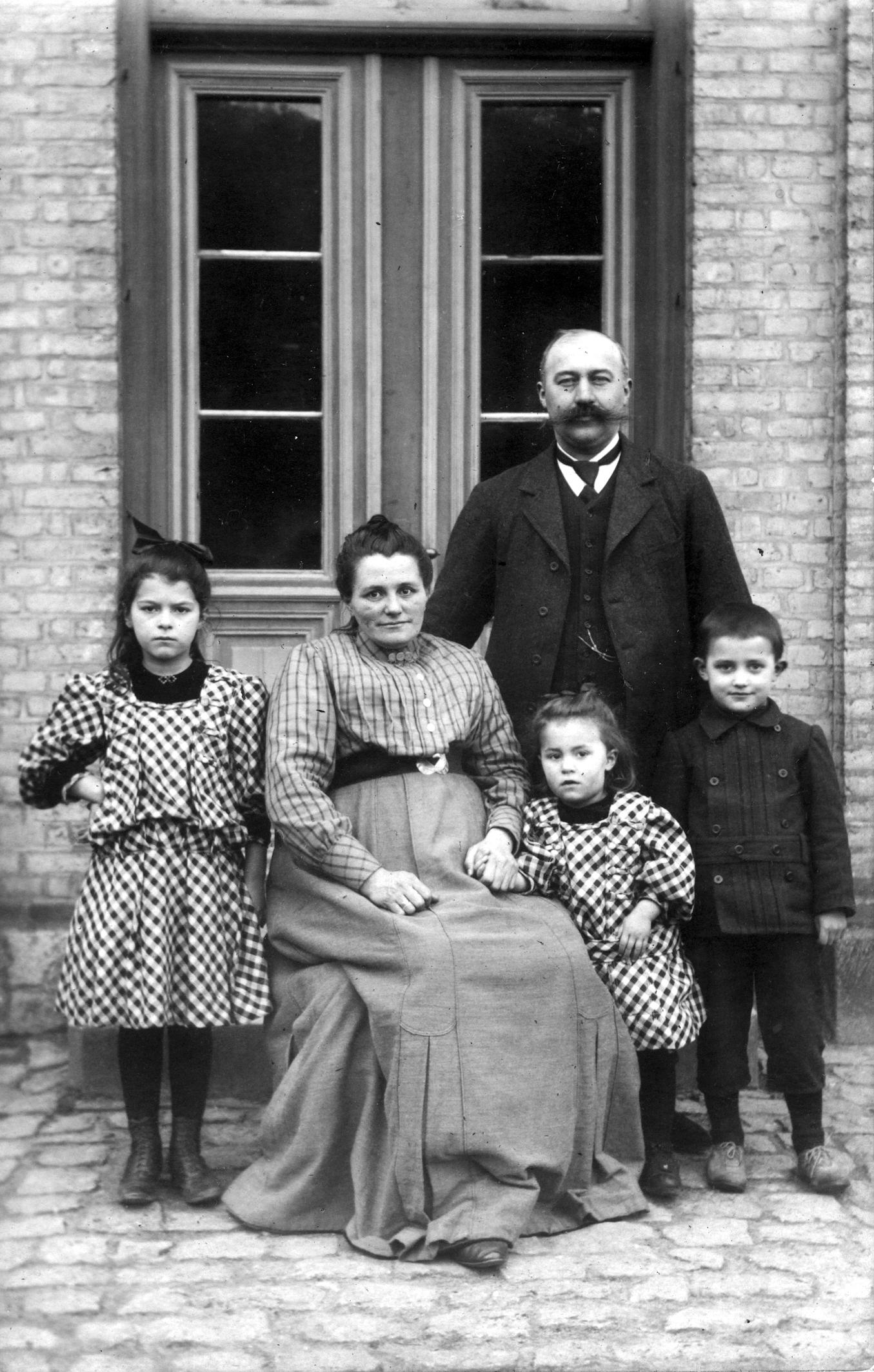 Grunden til at de overhovedet er bevarede, skyldes at de er fredet allerede i 1895.